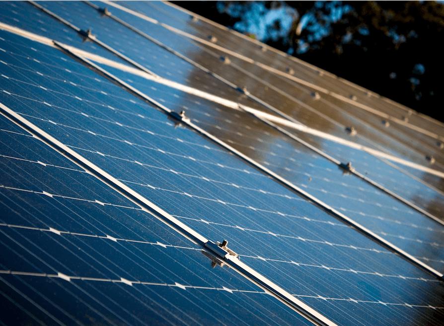 zonnepanelen die gereinigd zijn